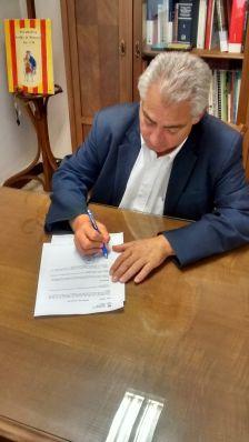 L'Alcalde signa el Decret de suport a la convocatòria del referèndum de l'1-O